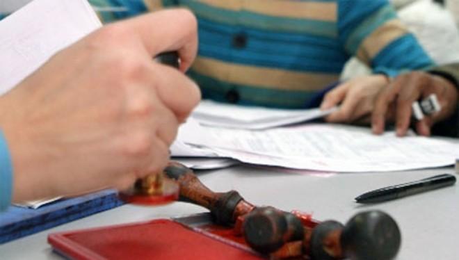 Chính phủ yêu cầu gỡ bỏ, Bộ quyết đẻ giấy phép con