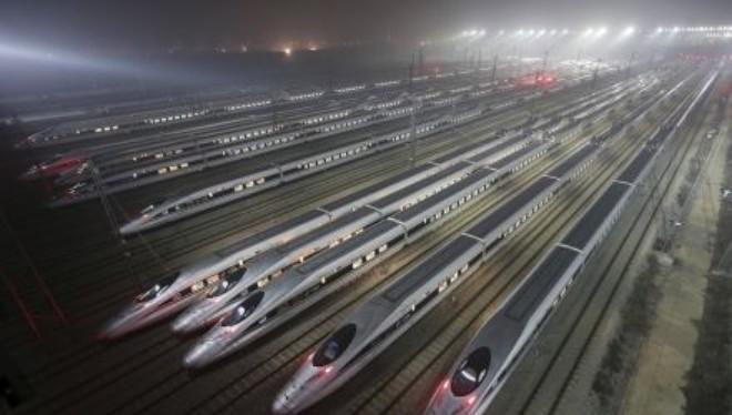 Tập đoàn đường sắt Trung Quốc mất 14 tỷ USD vốn hóa trong ngày đầu giao dịch