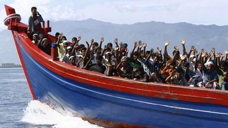ruyền thông Úc và Indonesia tiết lộ cảnh sát biển Úc đã trả tiền để những kẻ buôn người quay tàu về Indonesia