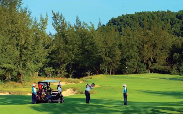 Dự án sân golf 36 lỗ tại đảo Vũ Yên do Vingroup làm chủ đầu tư với số vốn khoảng 900 tỷ đồng.