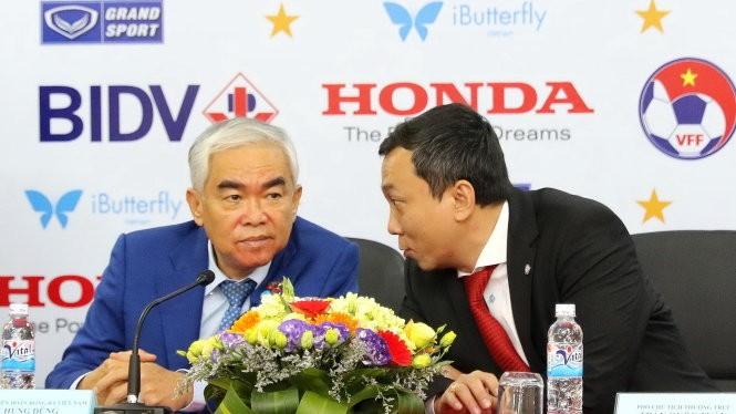Chủ tịch VFF Lê Hùng Dũng (trái) và phó chủ tịch VFF Trần Quốc Tuấn