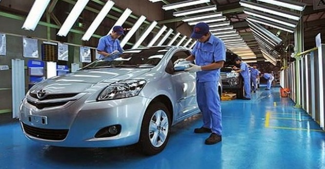 """Bộ Tài chính bác tin giá ô tô tăng vì """"gánh"""" thêm phí"""