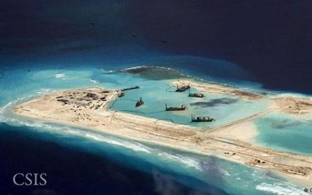 Hình ảnh vệ tinh cho thấy Trung Quốc cải tạo đảo ở Biển Đông. (Ảnh: CSIS)