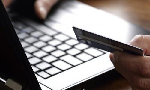 Thanh toán không dùng tiền mặt vẫn là thách thức lớn với thương mại điện tử Việt Nam. Ảnh: iStock