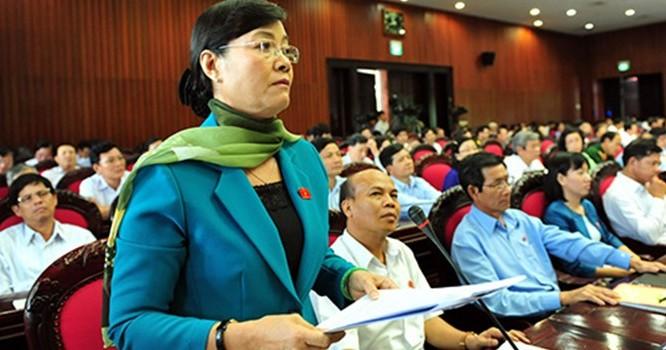 Trong kỳ họp Quốc hội này, Chủ tịch HĐND TP HCM Nguyễn Thị Quyết Tâm nhiều lần kiến nghị bỏ việc thu phí sử dụng đường bộ đối với xe máy.