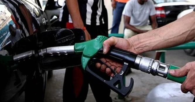 """Giá xăng dầu và chuyện """"lại quả"""" từ đại lý?"""