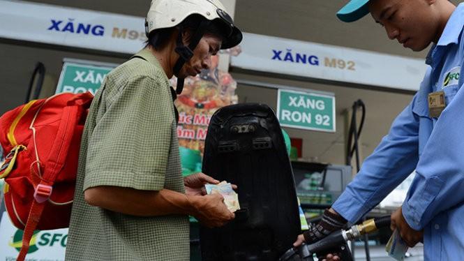 Giá xăng A92 chỉ giảm 260 đồng/lít