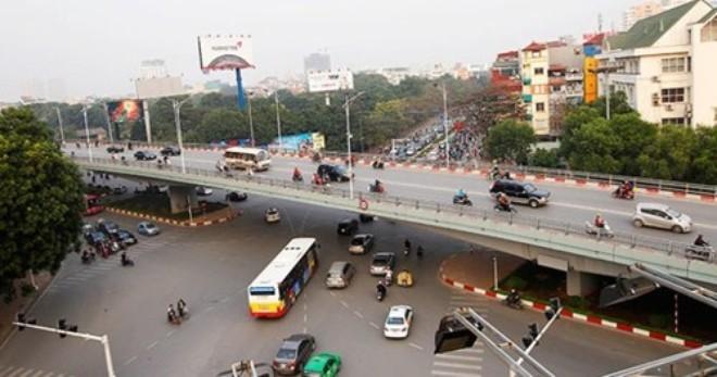 """Dự án xây dựng cầu vượt tại Hà Nội bị """"phê bình"""""""