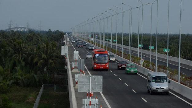 VEC E cho biết trong đó có những xe quá tải trọng 120% so với sổ kiểm định xe và đây là những chiếc xe sẽ gây hư hỏng đường cao tốc.