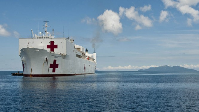 Tàu y tế USNS Mercy dự kiến cập cảng Đà Nẵng từ ngày 17 đến 28-8 - Ảnh: JECC