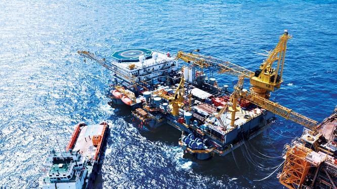 Ngành dầu khí nơi khó khăn, nơi lãi lớn