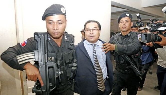 Quyết định tước quyền miễn trừ đối với Thượng nghị sĩ Hong Sok Hour nhận được 47/47 phiếu thuận của các Thượng nghị sĩ đảng Nhân dân Campuchia (CPP) tham dự phiên họp hôm 17-8. Các Thượng nghị sĩ đảng Sam Rainsy tẩy chay hoạt động này. Ông Hong Sok Hour