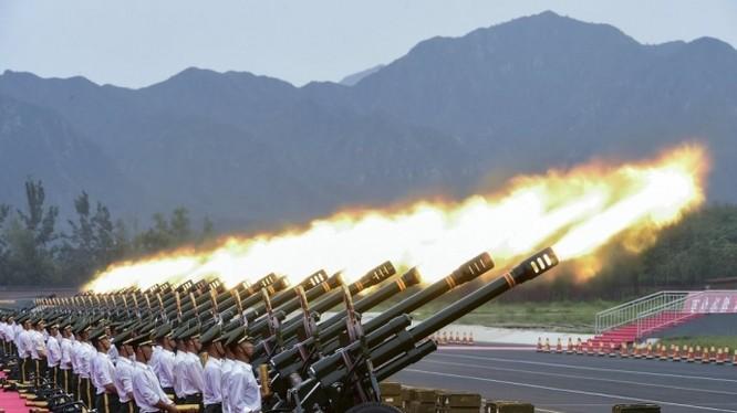 Màn bắn pháo của quân đội Trung Quốc.