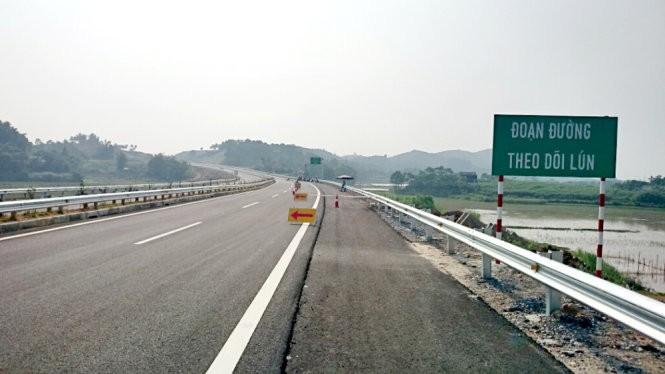 Khu vực xuất hiện vết nứt thuộc đoạn đường theo dõi lún - Ảnh: Tổng công ty Đầu tư phát triển đường cao tốc Việt Nam