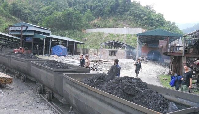 Khai thác than tại mỏ Vàng Danh, tỉnh Quảng Ninh
