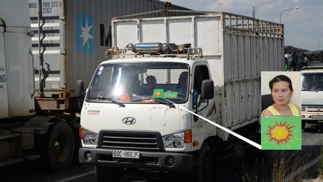"""Xe tải dán logo """"xe chở hàng"""" lưu thông trên quốc lộ 1A đoạn qua địa phận quận Thủ Đức, TP.HCM chiều 27-8 (ảnh lớn)"""