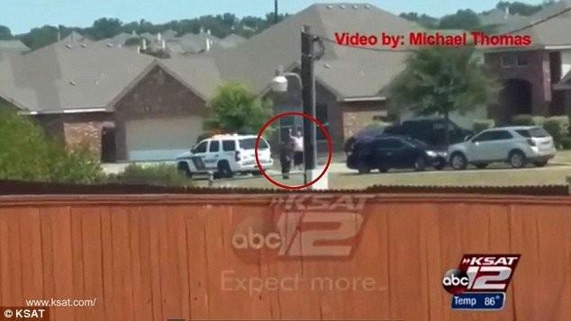 Cảnh quay được cắt ra từ video do Micheal Thomas ghi lại sáng 28-8 - Ảnh:ABC