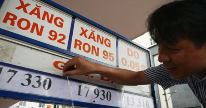 Giá xăng hiện đang ở mức 17.300 đồng/lít sau lần điều chỉnh vào hôm 3/9. Ảnh: VNE