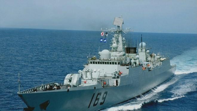 Chiến hạm Type 052B của Trung Quốc được trang bị nhiều loại vũ khí do Nga sản xuất.