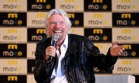 Tỷ phú Richard Branson nhảy múa chào 4.000 khán giả Việt Nam