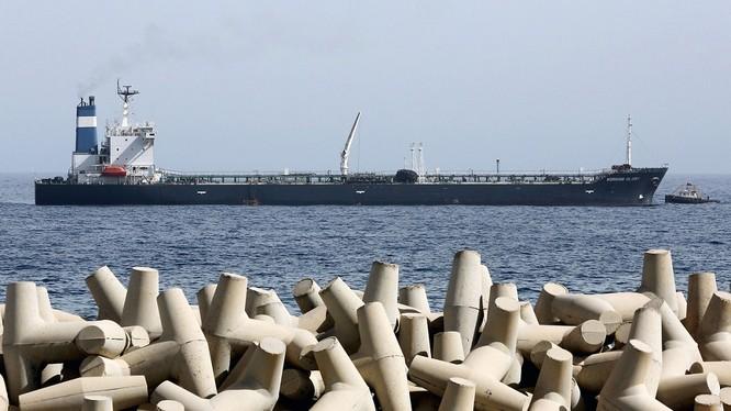 """Tình trạng """"bù hoãn mua"""" sẽ cứu sống nhiều hãng kinh doanh dầu mỏ - Ảnh: AFP"""