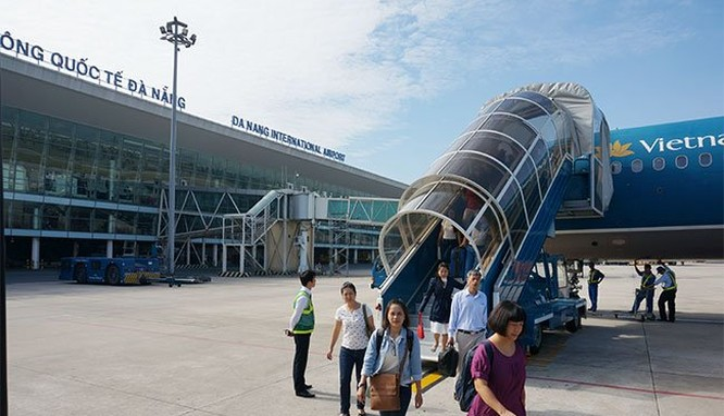 Hành khách của Vietnam Airlines tại Sân bay Tân Sơn Nhất