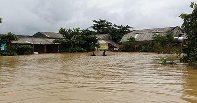 Mưa lớn, nước sông dâng khiến nhiều xã tại huyện Hương Sơn bị cô lập. Ảnh: Đức Hùng