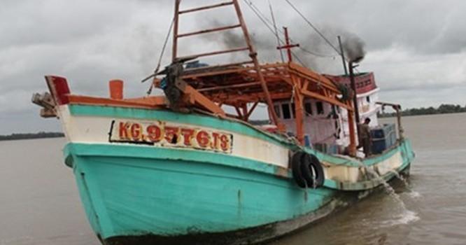 Một trong các tàu cá bị phía Thái Lan tấn công. Ảnh: Vnexpress