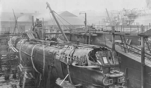 Hình ảnh 4 ống phóng ngư lôi và cánh hỗ trợ lặn của tàu ngầm UB-110 chụp từ phía ngoài