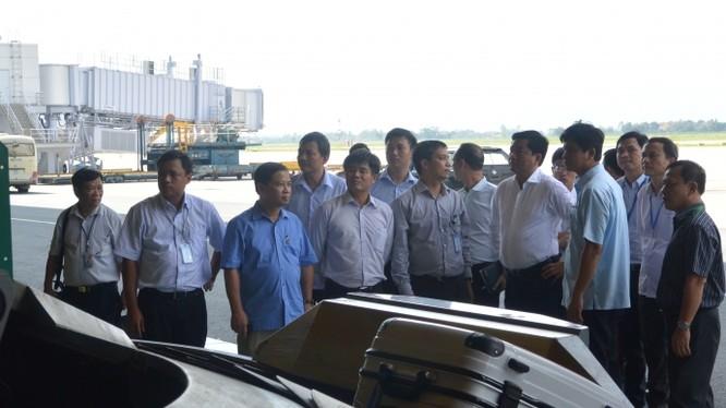Sân bay Nội Bài: soi chiếu...thùng rác, thấy iPhone 5