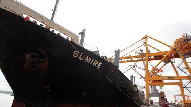 Hàng xuất khẩu của Việt Nam bị các hãng tàu thu rất nhiều loại phụ phí.