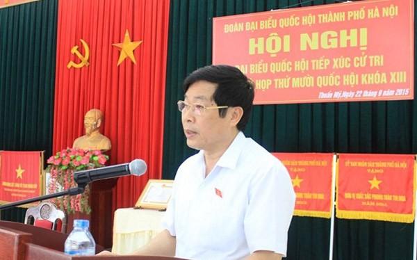 Bộ trưởng Bộ TT&TT Nguyễn Bắc Son phát biểu tại Hội nghị tiếp xúc cử tri diễn ra tại xã Thuần Mỹ, Ba Vì, Tp Hà Nội
