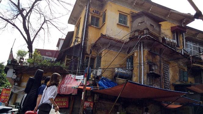 Biệt thự cũ nhếch nhác trên phố Nguyễn Thái Học, Hà Nội