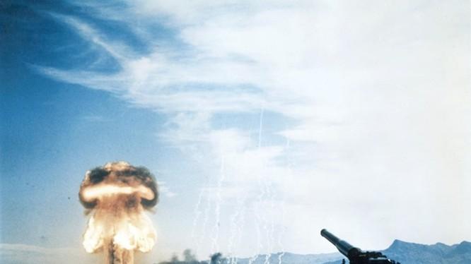 Lần bắn thử quả đạn hạt nhân của khẩu đại bác M65 của Mỹ ở Nevada ngày 25.5.1953
