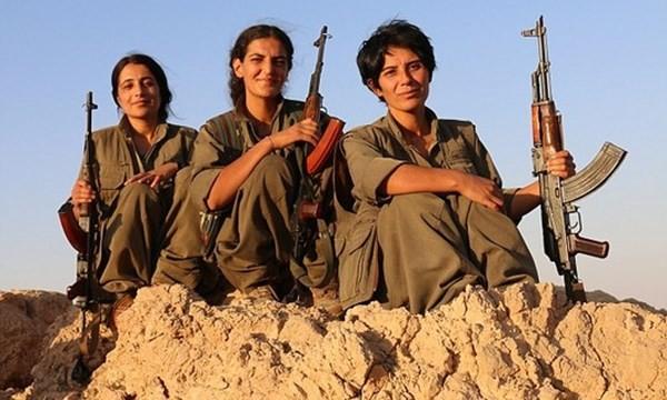Từ trái qua: Raparin, Roza và Deijly. Ảnh: Daily Mail