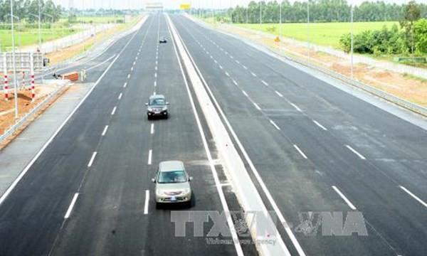 Đoạn đường cao tốc Hà Nội - Hải Phòng ngày thông xe (Ảnh: TTXVN)