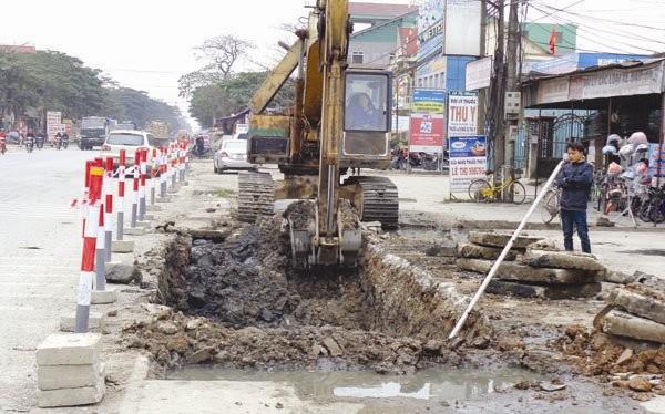Thi công mở rộng, nâng cấp quốc lộ 1A đoạn qua thị trấn Cầu Giát, huyện Quỳnh Lưu, Nghệ An.