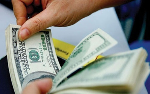 Theo Ngân hàng Nhà nước, quyết định này là để ngăn chặn tình trạng găm giữ ngoại tệ.