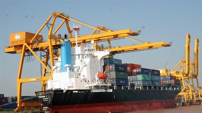35 loại phí sẽ chuyển sang giá dịch vụ, trong đó có phí sử dụng cảng biển. Các cảng do tư nhân đầu tư sẽ có giá sử dụng cảng theo giá thị trường - Ảnh:TL Cảng Hải Phòng