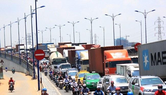 Một vụ kẹt xe hàng giờ trên xa lộ Hà Nội hồi đầu tháng 9-2015