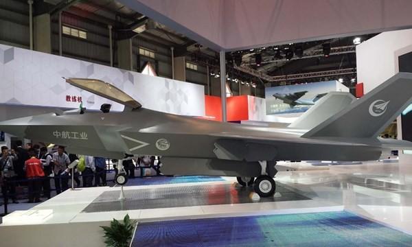 Mô hình J-31 được trưng bày tại Triển lãm hàng không Chu Hải