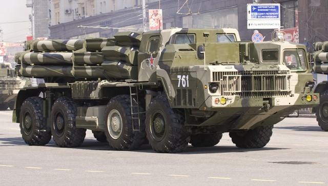 Xe chiến đấu 9А52-2 trên cơ sở xe vận tải cải tiến МАЗ-543М. Ảnh chụp tại lễ duyệt binh chiến thắng phát xít 09/5/2010.