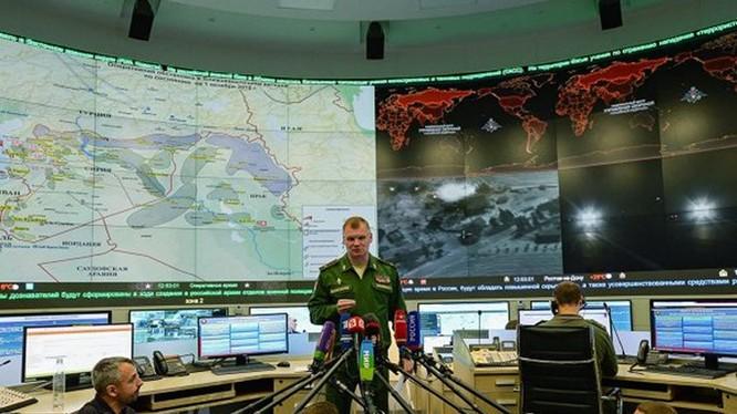 Bộ Quốc phòng Nga họp báo vụ oanh kích IS ở Syria, ngày 1.10 - Ảnh: RIA