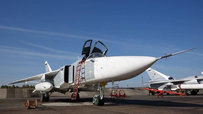 Máy bay ném bom Su-24M của lực lượng Không quân vũ trụ Nga tại Syria, ảnh Bộ Quốc phòng Nga công bố ngày 30.9