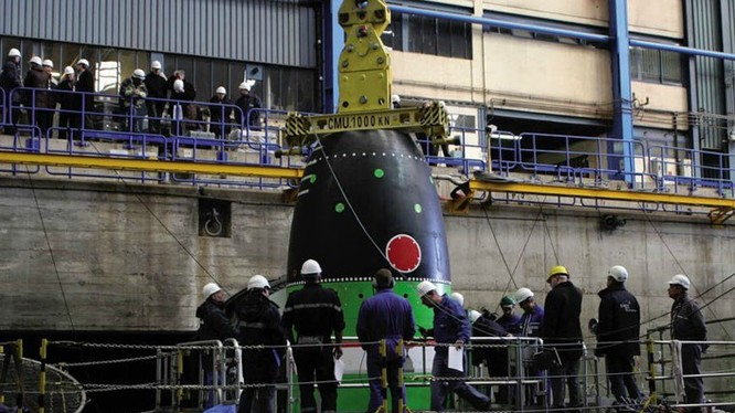 Tên lửa đạn đạo liên lục địa M51 trang bị trên các tàu ngầm chiến lược lớp Triomphant của Hải quân Pháp, triển khai từ năm 2010. M51 nặng 52 tấn, dài 12m, kết cấu 3 tầng động cơ đẩy nhiên liệu rắn cho tầm bắn 10.000km, tốc độ hành trình Mach 25, mang 6-10