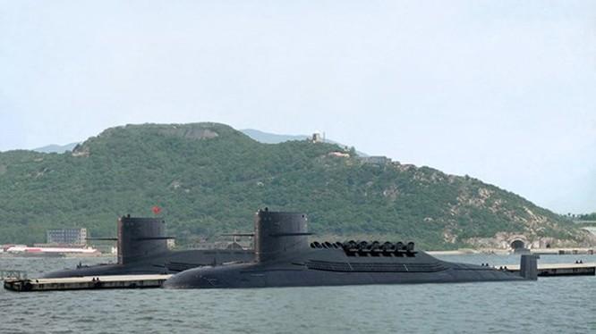 Tàu ngầm nguyên tử 094 lớp Tấn của Trung Quốc tại đảo Hải Nam, được cho là có khả năng mang tên lửa đạn đạo liên lục địa - Ảnh: china-defense.blogspot.com