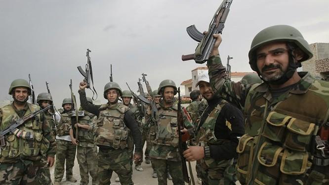 Lực lượng quân chính phủ Syria sắp phối hợp cùng quân Iran và Hezbollah tấn công phe nổi dậy - Ảnh: AFP
