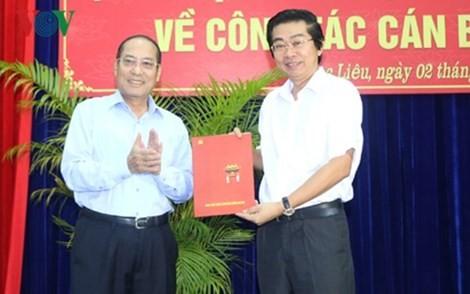 Đồng chí Võ Văn Dũng (phải) nhận Quyết định điều động làm Phó Trưởng Ban Nội chính Trung ương. Ảnh VOV