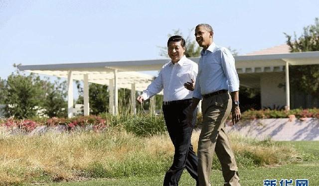 """Gương mặt """"bước chân khoan thai"""" khi """"sánh bước"""" cùng tổng thống Mỹ Barack Obama"""