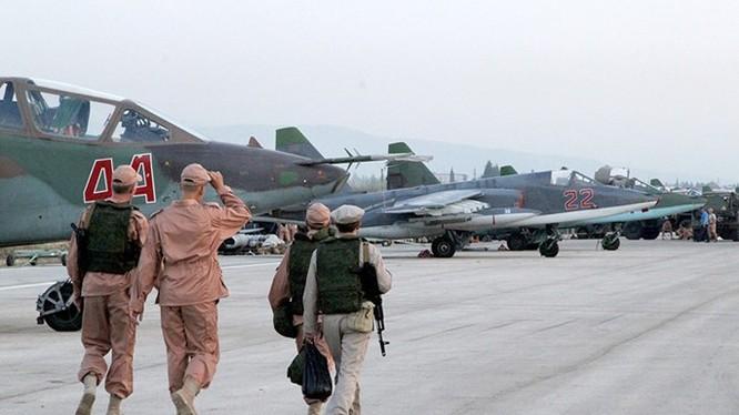 Ước tính có hàng trăm quân nhân Nga tại căn cứ không quân này, cùng 50 máy bay các loại - Ảnh: RIA